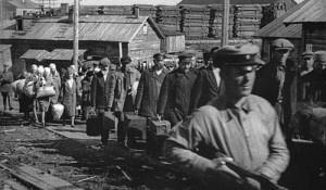 (图:苏联斯大林时期,押送到古拉格的囚犯。 FOTOE 供图)